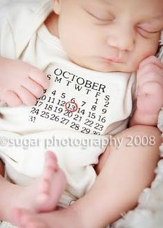 Baby Birthday Calendar Onesie- would be awesome for newborn pictures.