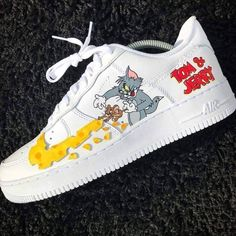 Trendy Sneakers Basketball Nike angepasst in (Tom und Jerry) … – Schuhe mode ideen Cute Sneakers, Sneakers Nike, Trainers Adidas, Cool Trainers, Nike Shoes Air Force, Aesthetic Shoes, Baskets Nike, Hype Shoes, Fresh Shoes
