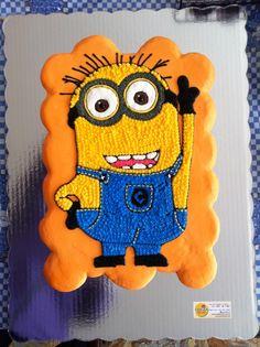 Minion's cupcake cake
