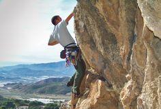 Practicando la escalada en el Tajo de la Fuente en Castala (Berja)
