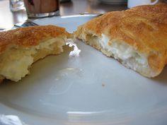 Μανιταρόπιτα Cookie Dough Pie, Greek Bread, Cyprus Food, Cheese Bread, Spanakopita, Greek Recipes, Food And Drink, Appetizers, Tasty