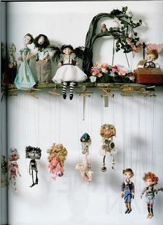 The Little Theatre Of Dolls. Nice way to display tiny dolls. Little Theatre, Toy Theatre, Toy Art, Paper Dolls, Art Dolls, Marionette Puppet, Puppet Making, Paperclay, Funny Art