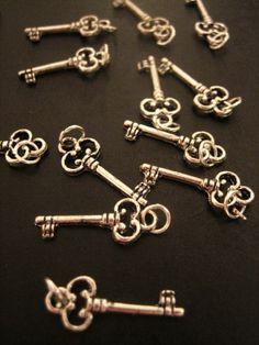 60 silver plated  skeleton keys pendant charms by bunnysundries, $10.00