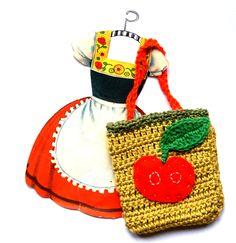 little crochet bag - gorgeous presentation!