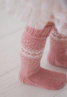 Life with Mari: Villasukat lapselle Diy Crochet And Knitting, Crochet Socks, Knitted Slippers, Baby Knitting Patterns, Crochet For Kids, Knitting Socks, Hand Knitting, Best Baby Socks, Kids Socks