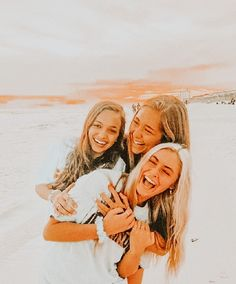 Best Friends Shoot, Best Friend Poses, Cute Friends, Cute Friend Pictures, Friend Photos, Cute Pictures, Bff Pics, Beach Pictures, Besties