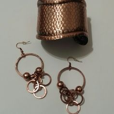 Beautiful copper dangle earrings Beautiful copper color dangle earrings!! Pair these with the copper bangle for a complete set! Lead & nickel free. Nwot Jewelry Earrings