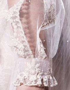 Lace at Valentino haute couture spring/summer 2012 Couture Details, Fashion Details, Fashion Design, Style Japonais, Look Retro, Pearl And Lace, Linens And Lace, Couture Fashion, Fashion Fashion