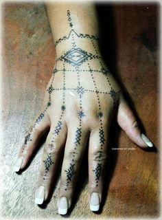 Traditional Samoan womens hand tattoo custom designed for L Ah Lam of Auckland repping her family. Please don't copy - be original By Manamea Art Studio in Samoa.