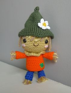 Amigurumi scarecrow (pattern available!)