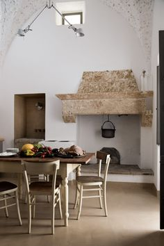 LUCA ZANAROLI · A historic home renovation in Patù