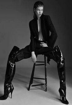 High Fashion Poses, Fashion Model Poses, Fashion Shoot, Editorial Fashion, Poses Pour Photoshoot, Style Photoshoot, Model Poses Photography, Modelling Photography, Image Photography