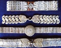 Сребърни колани от втората половина на 19 век, експонати на Регионалния музей в Ловеч / Silver belts from Lovech district, late 19th century