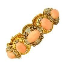 A GOLD, DIAMOND AND CORAL BRACELET