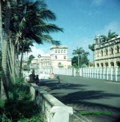 Isla de Fernando Poo.Sta.Isabel.Casa del obispo y misión ocupada por guardia presidente Macias c. 1970