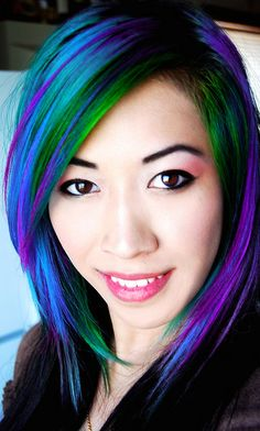 Dye your hair simple & easy to ombre teal hair color - temporarily use ombre blue hair dye to achieve brilliant results! DIY your hair ombre with hair chalk Love Hair, Gorgeous Hair, Beautiful, Funky Hairstyles, Pretty Hairstyles, Color Fantasia, Cool Hair Color, Hair Colors, Colours