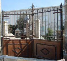 Magnifique portail ancien en fer forgé semi ajouré