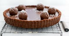 Nádherný čokoládový koláč Bounty s dvomi druhmi čokolády Chocolates, Doughnut, Cereal, Muffin, Pudding, Breakfast, Desserts, Food, Ideas Originales