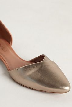 cute gold flats http://rstyle.me/n/pa5bvpdpe