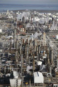 Photograph:An oil refinery in Texas City is one of many such facilities in the oil-rich U.S. state of Texas.