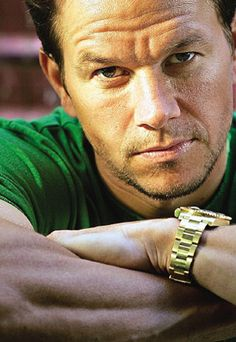Listen to music from Mark Wahlberg like Intro (Feel The Heat) and No Title. Find the latest tracks, albums, and images from Mark Wahlberg. Mark Wahlberg, Pretty People, Beautiful People, Celebridades Fashion, Actrices Sexy, Hommes Sexy, Raining Men, Famous Faces, Hot Men