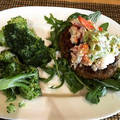 Airport eats: lobster and guac topped burger, hold the bun. Sub the fries for some broccoli. Got my veggies/fiber, fat and protein + a couple glasses of water. Totally good to go!! There's always a good choice.  #cleaneating #eatrealfood #fatlossfood #fatloss #paleo #primal #healthy #travel #goals