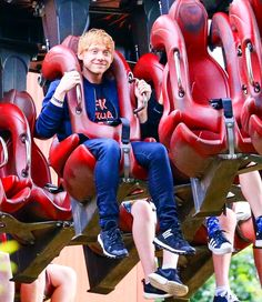 """Rupert Grint at """"Thorpe Park"""". Harry Potter Ron Weasley, Mundo Harry Potter, Harry Potter Jokes, Harry Potter Pictures, Harry Potter Characters, Hogwarts, Draco Malfoy, Tom Holland, Must Be A Weasley"""
