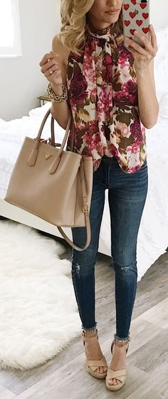 cute spring outfit / Flower Print Sleeveless Blouse / Ripped Skinny Jeans / Beige Leather Tote Bag