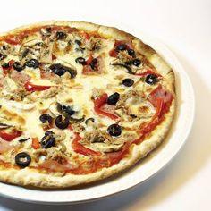 Las pizzas las hacemos con masa madre y doble cocción en horno de piedra.¿Aun no las has probado? #pizzatime