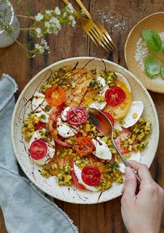 Corn, tomatoes & mozarella plate with a maple and balsamic reduction - Trois fois par jour Mozzarella, Turkish Recipes, Ethnic Recipes, Weight Loss Eating Plan, Cooking Recipes, Healthy Recipes, Healthy Food, Cooking Ideas, Eating Alone