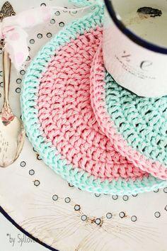 2 süße pastellige Topflappen /Untersetzer 100% handmade by Sylloves:-) in rosa-mint und mint-rosa:-))) für Ihre romantische shabby chic Küche!  Baumwolle, waschbar in 30°
