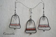 Zvoneček ve vánočním tónu / Zboží prodejce Karneola Christmas Jewelry, Christmas Crafts, Christmas Ornaments, Wire Ornaments, Wire Weaving, Wire Crafts, Wire Art, Beads And Wire, Winter Christmas