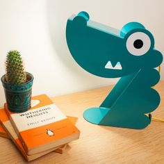 Lampe Dinosaure turquoise. Tôle découpée, pliée. Peinture époxy, finition brillante