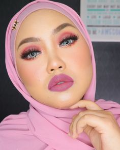 """Mauve makeup look "" Give me some if u love it . Product breakdown : @okayamalaysia_hq - fd ( medium ) @okayamalaysia_hq - eyebrow gel @okayamalaysia_hq - compact ( medium ) @okayamalaysia_hq lipstik - libra aquarius @nrcosmetics_my - compact ( extra dark ) @nrcosmetics_my - facemist @ifxcosmetics - eyeshadow pallete @wowwatr - mink lashes D008 @lensthiaofficial - brelian grey @syokcosmetics - mascara @duchessbycpg - inner scarf & shawl #makeupbynsu #makeuptutorial #makeupartist #makeup…"