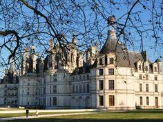 Le château de Chambord, trésor du Val-de-Loire, est réputé dans le monde entier pour sa beauté fantaisiste.