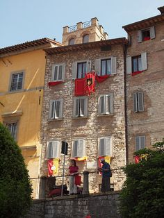 vintage homes in Italy | Old houses in the medieval town of Gubbio, Italy