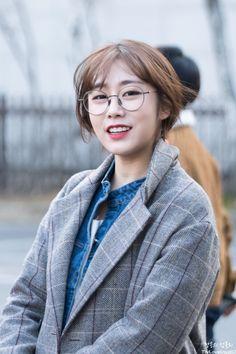 ขอรูปไอดอลเกาหลีผู้หญิงใส่แว่นหน่อยค่ะ - Pantip