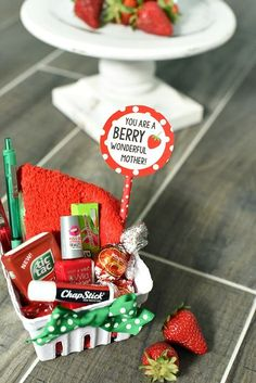 Cute and Creative Mother's Day Gift Idea This cute berry themed gift is a fabulous gift idea for friends, teachers or mom. A cute way to tell someone to have a great day-it's a combo of cute red and green items packaged up to look like a strawberry. Cute Mothers Day Gifts, Diy Gifts For Mom, Mothers Day Crafts, Homemade Gifts, Mother Gifts, Cute Gifts, Best Gifts, Diy Mother's Day Gifts For Friends, Mother Mother