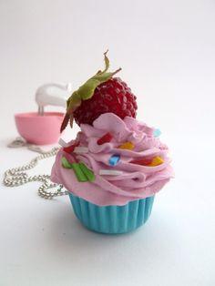 Katy Perry cupcake necklace  great prop for katy perry par shimrita, $11.99