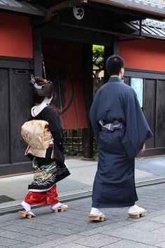 Geisha Makiko with an otokoshi.