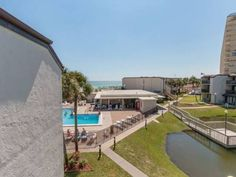 Sugar Beach B13 Panama City Beach (Florida) Located in Panama City Beach, this apartment is 1.4 km from Ripley's Believe it or Not!. The apartment is 1.6 km from ZooWorld Zoological Conservatory.  A dishwasher and an oven can be found in the kitchen and there is a private bathroom.