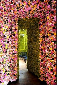 Dwellers Without Decorators: Garden Couture by Dior - Flower Show BEYOND! J'adore!