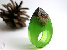 Pine cone an unique ring with a real brown von GeschmeideUnterTeck