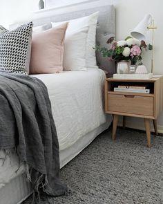 Hamptons bedroom, bedroom decor и pastel bedroom. Cheap Furniture, Bedroom Furniture, Bedroom Decor, Furniture Stores, Coastal Bedrooms, Coastal Living Rooms, Bed Head Styling, Hamptons Style Bedrooms, California Bedroom