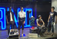 Vous êtes looké en Parano - Casquette, lunette, chemise stylé, jeans arraché, sarouel, tee-shirt à motif, etc ... RDV chez PARANO - La mode c'est  ICI