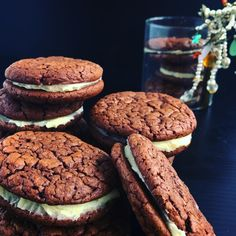 Chocolate chilli cookies with lime butter cream - a little sweet a little sour a little kick - a little homemade gift for the girls Fun Desserts, Dessert Recipes, Yummy Treats, Sweet Treats, School Treats, Food Heaven, Food Diary, Recipe Of The Day, Homemade Gifts