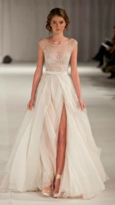 Elegance.... Oh my I'm in love. Little less of a slit but other than that it's perfect