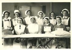 Enfermeras posando en clase en 1940