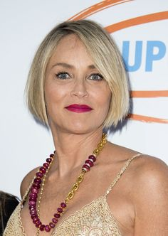 Sharon Stone B.B - Sharon Stone attended the 2017 Orange Ball wearing her hair in a neat bob. Sharon Stone, Short Hair Cuts For Women, Short Hairstyles For Women, Short Hair Styles, Edgy Haircuts, Short Layered Haircuts, Short Haircuts Over 50, Short Bobs, Hairstyles Over 50