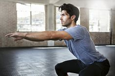 A man who is doing a #workout without fitness-equipment. #muscu #pdc